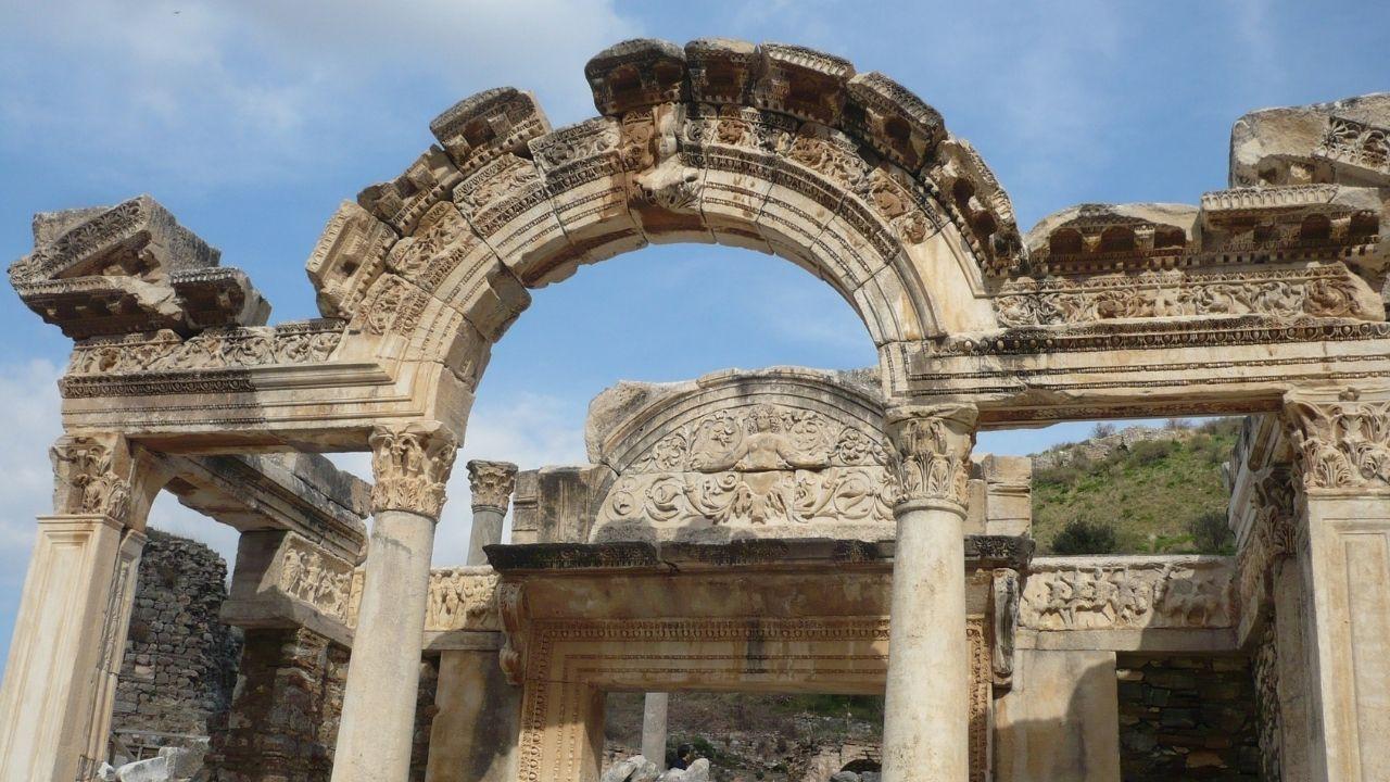 Uygarlıkların merkezi : Efes Antik Kenti - Sayfa 4