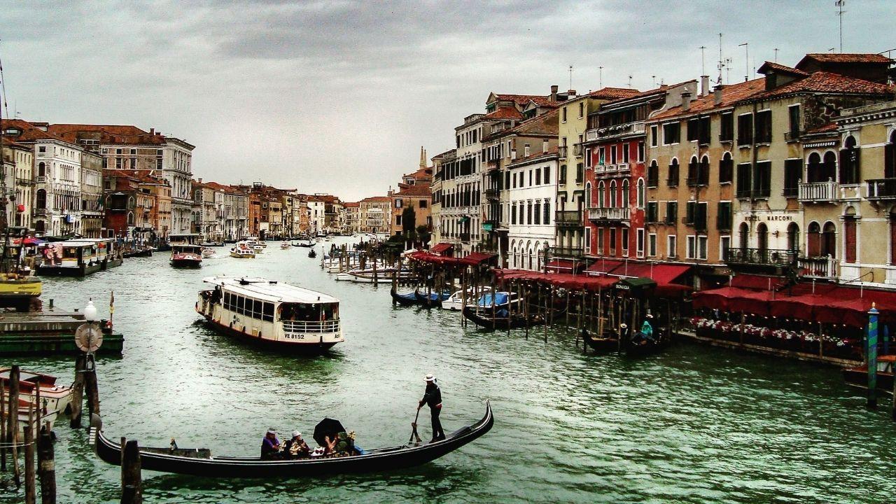 Kanallar arasında bir şehir: Venedik - Sayfa 1