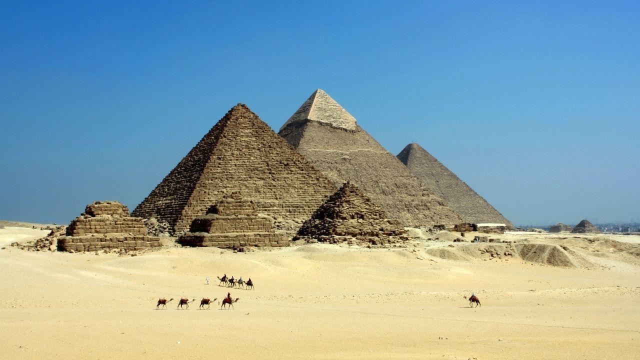 Sırlarla dolu yapı : Mısır Piramitleri - Sayfa 1