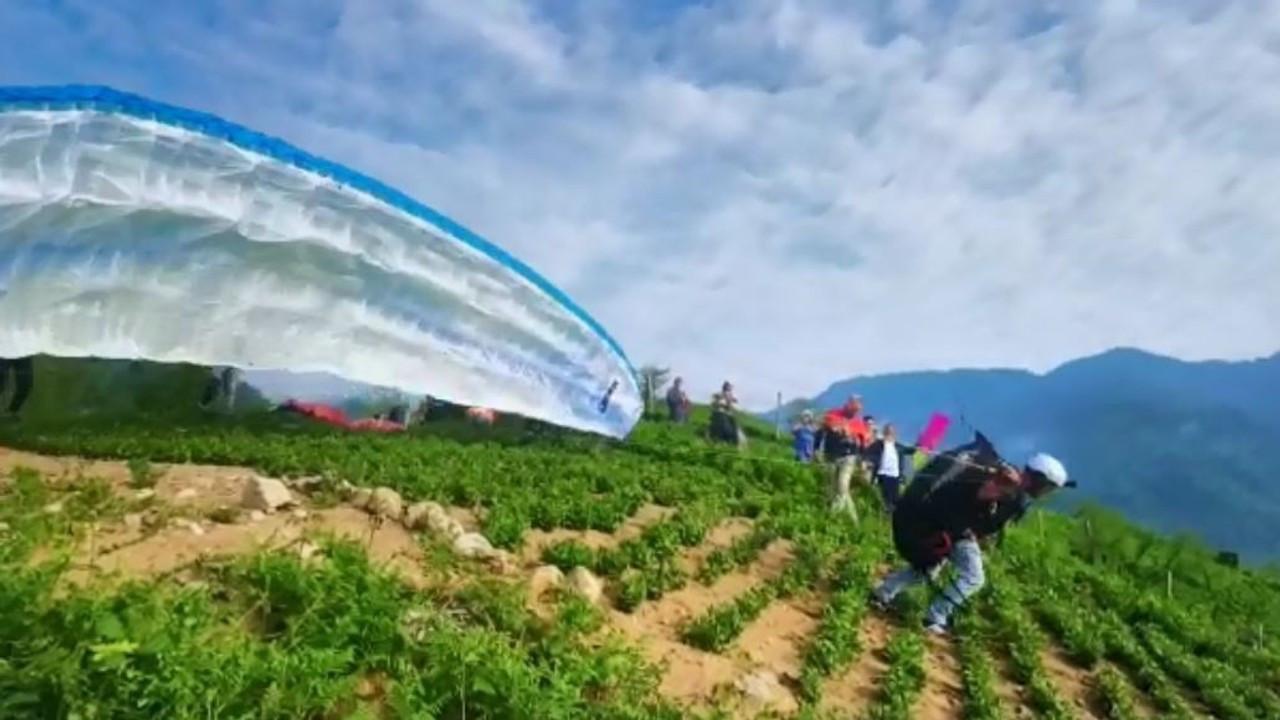 Çay tarlalarından yamaç paraşütleriyle heyecanlı atlayış