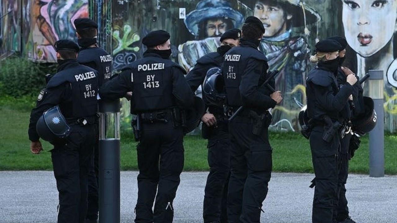 Almanya'da polis teşkilatına operasyon
