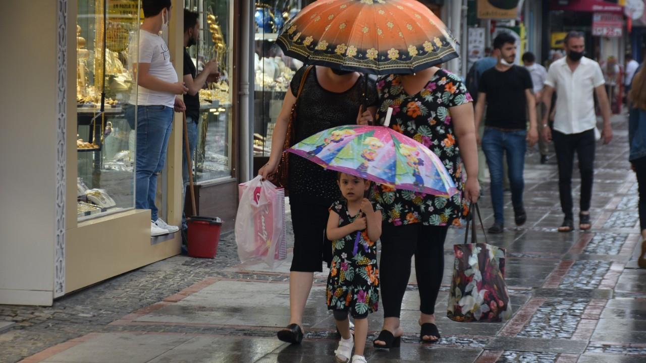 Edirne'de beklenen sağanak yağış başladı