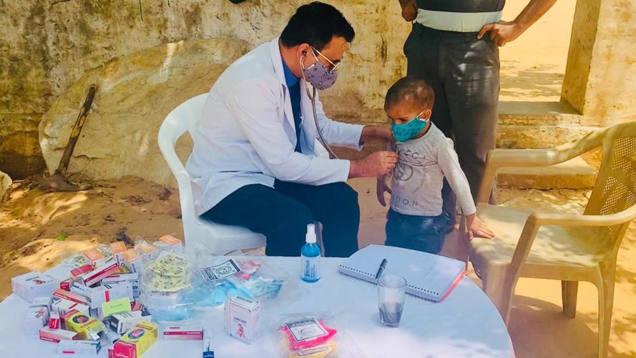 Hindistan'da hayat kurtaran girişim: Doktorlar Yolda