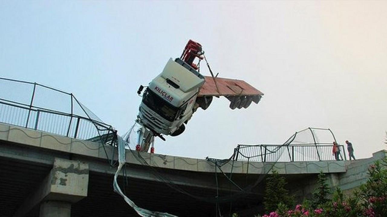 Gebze'de korkunç kaza! Şoför aslı halde kurtarılmayı bekledi