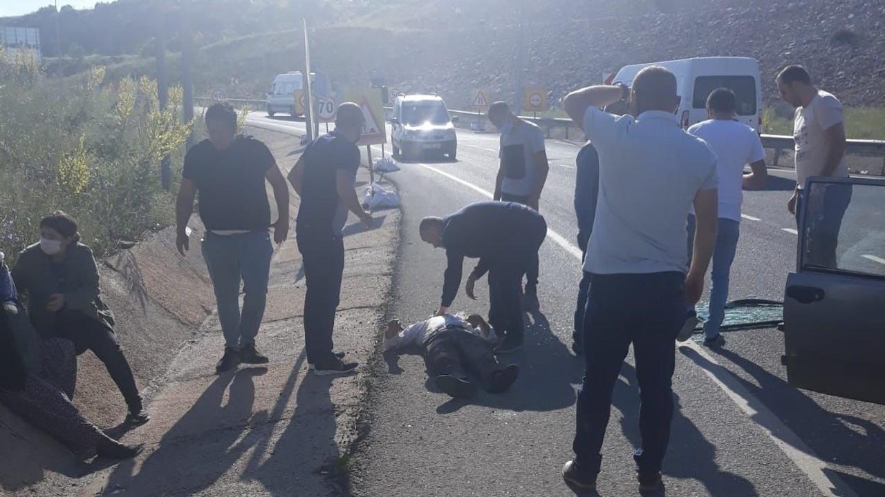 Otomobil ile tır çarpıştı, kazada 2 kişi yaralandı