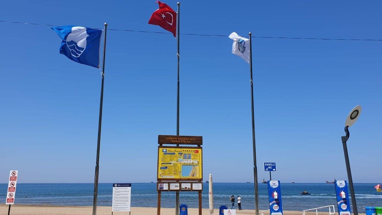 İnkumu plajında mavi bayraklar göndere çekildi