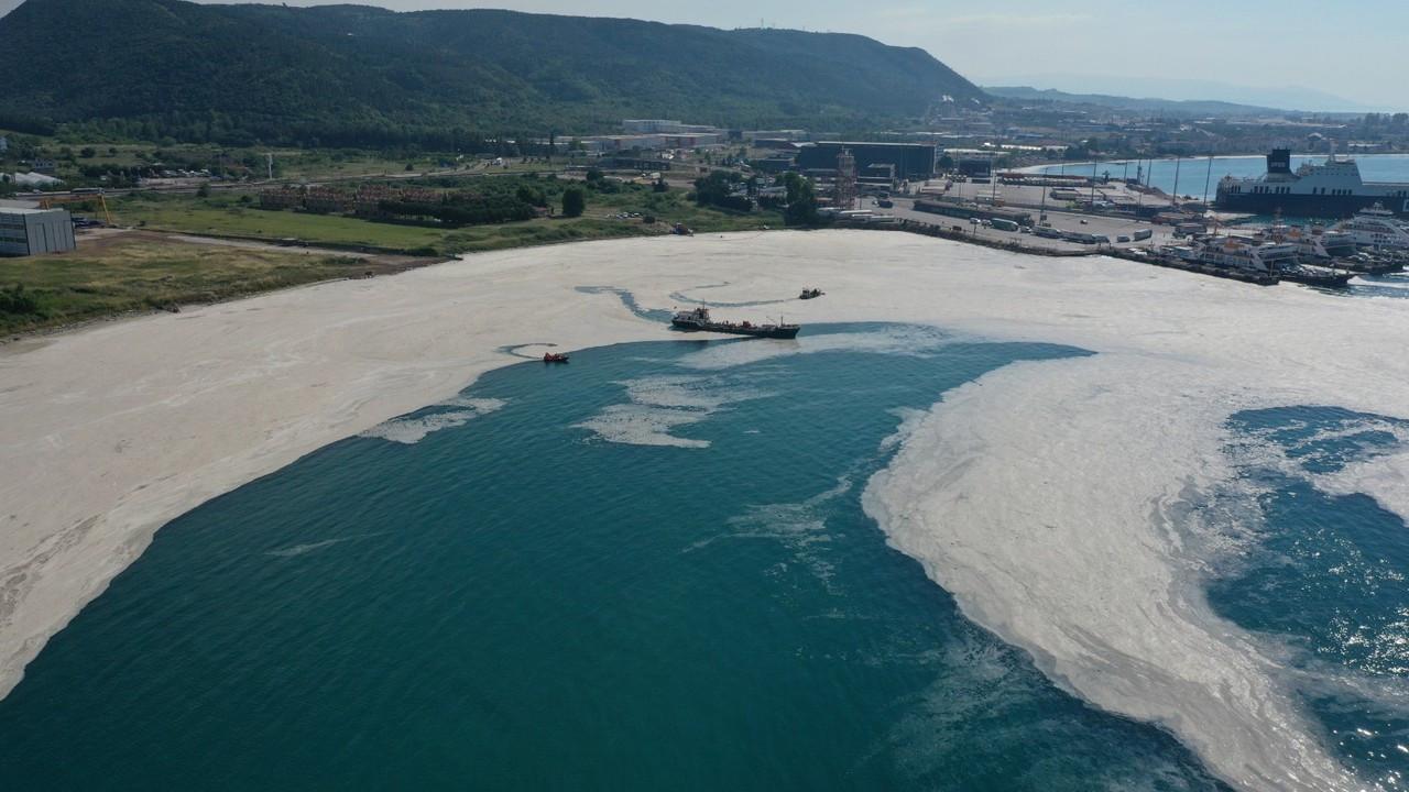 Yalova'da, denizden 1 günde 170 metreküp müsilaj temizlendi