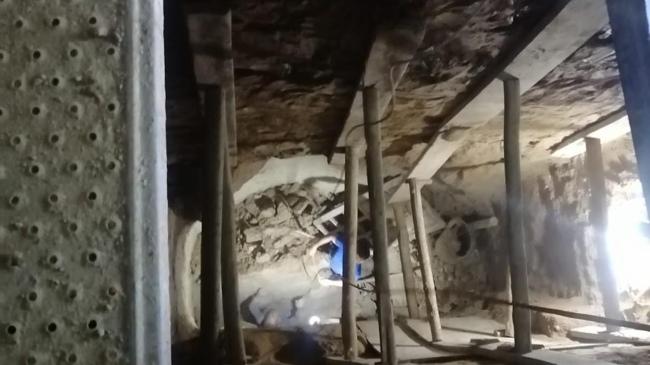 Define ararken göçük altında kaldı, 2 katlı ev ise çökme endişesiyle boşaltıldı