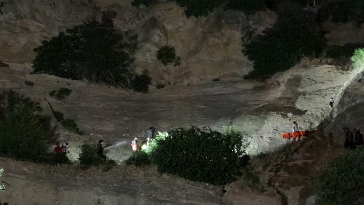 Tunceli'de uçurumdan yuvarlanan yaralı kurtarıldı