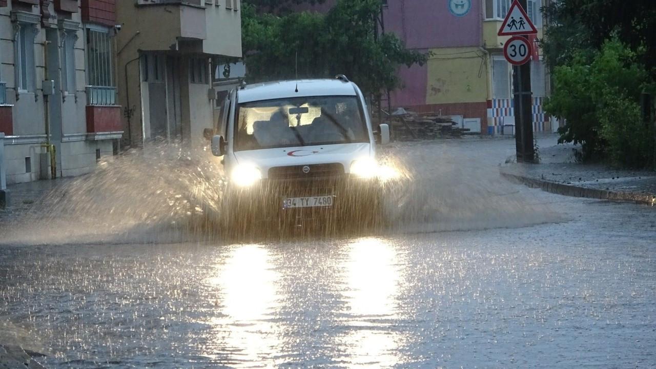 Bafra'da sağanak yağış hayatı olumsuz etkiledi