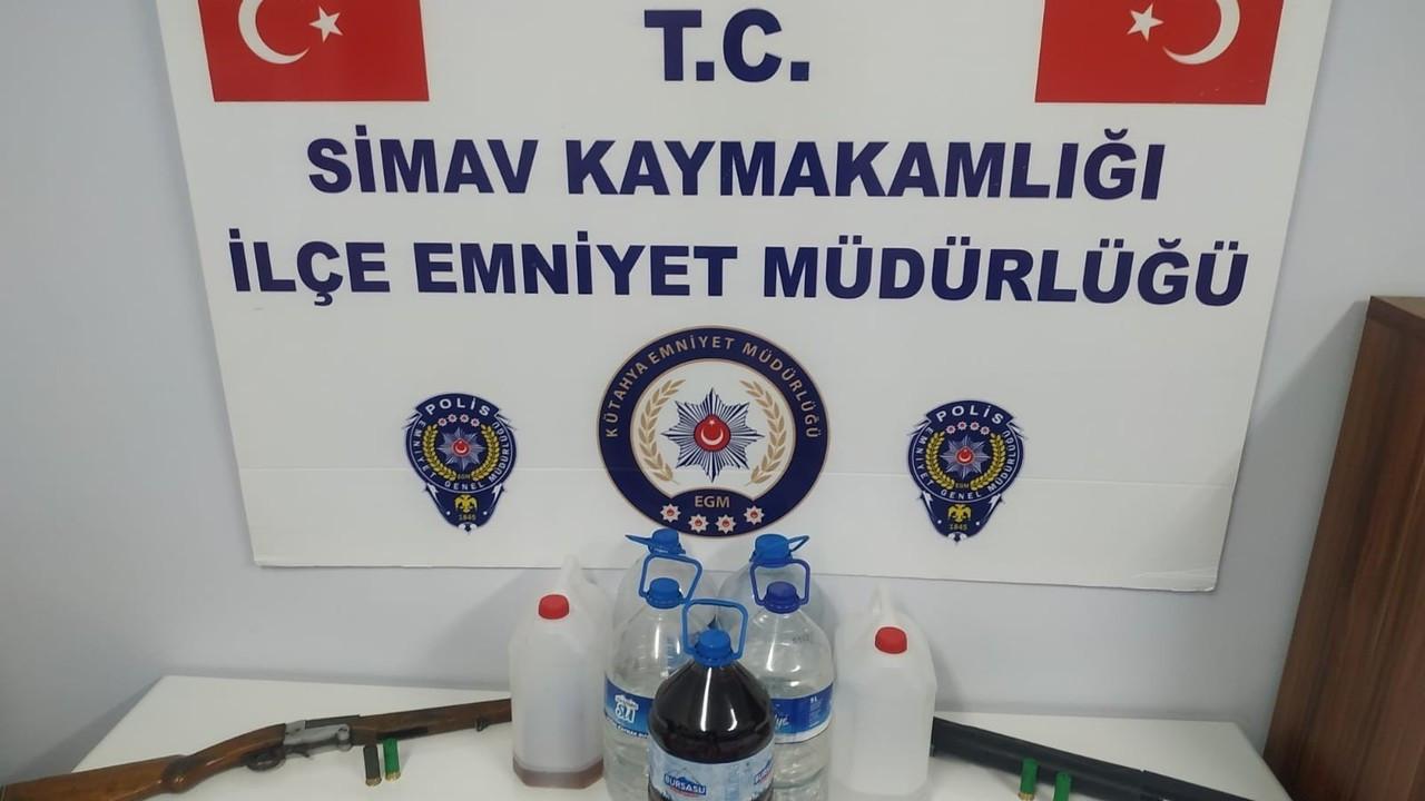 Simav'da  17 litre kaçak alkol yakalandı