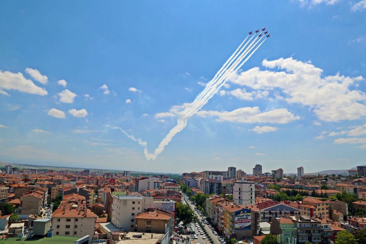 Türk Yıldızları Niğde'de gösteri yaptı - Sayfa 1