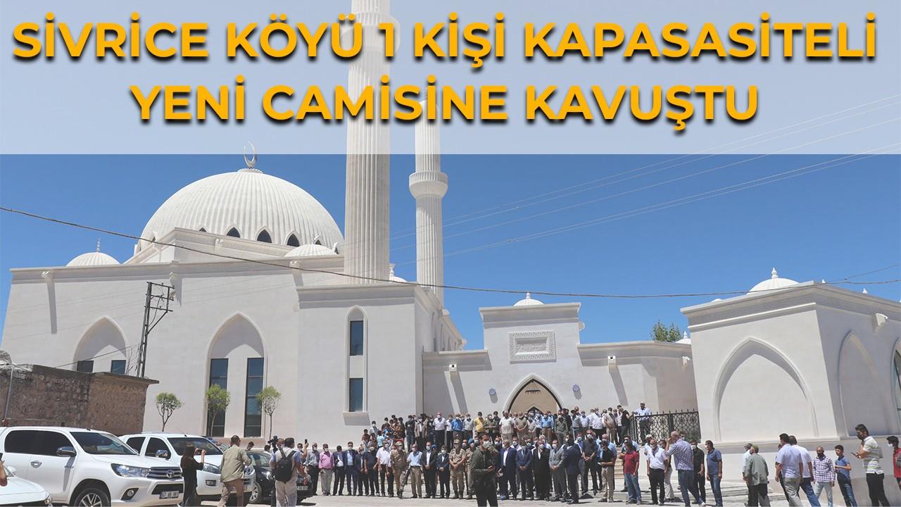 Selçuklu ve Osmanlı mimarisiyle inşa edilen cami törenle ibadete açıldı