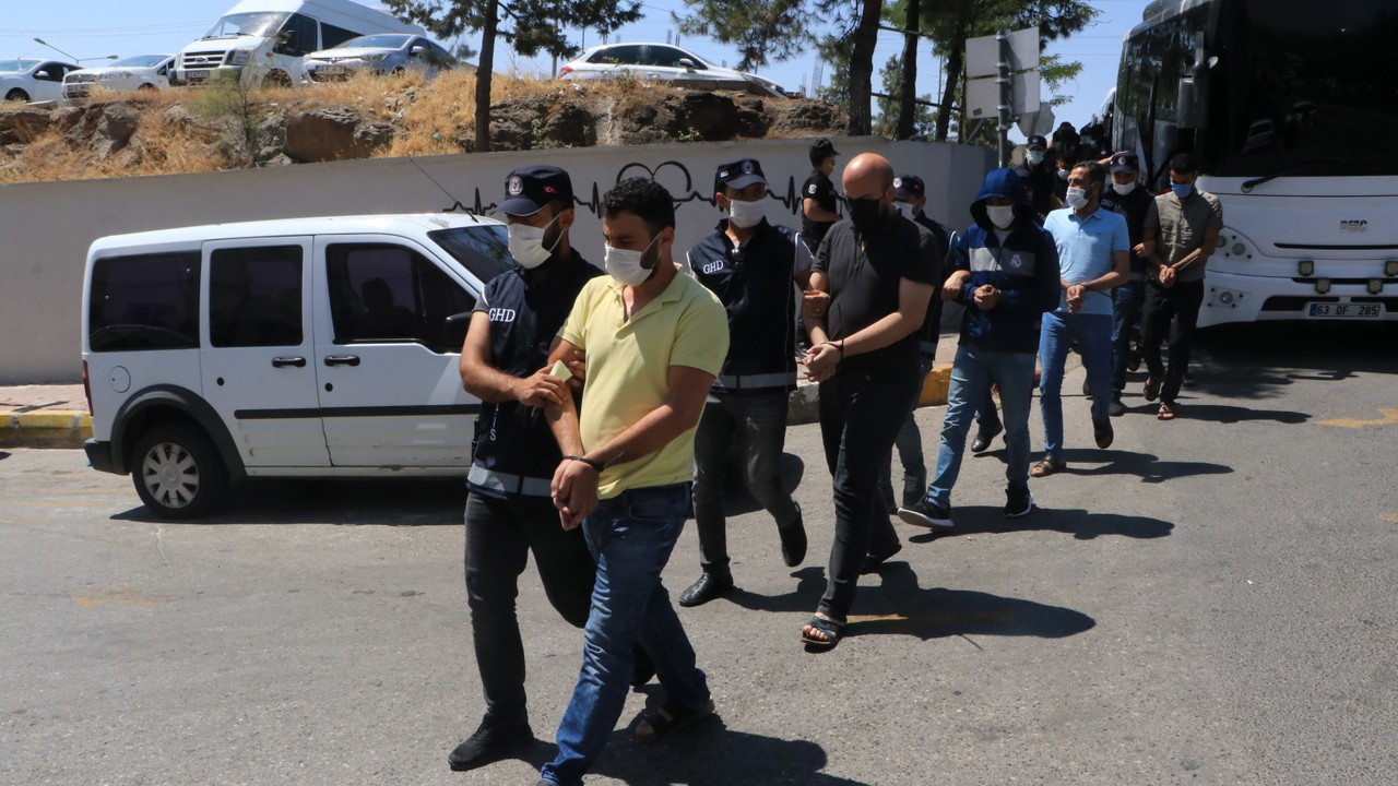Şanlıurfa'da göçmen kaçakçılığı operasyonu: 17 gözaltı