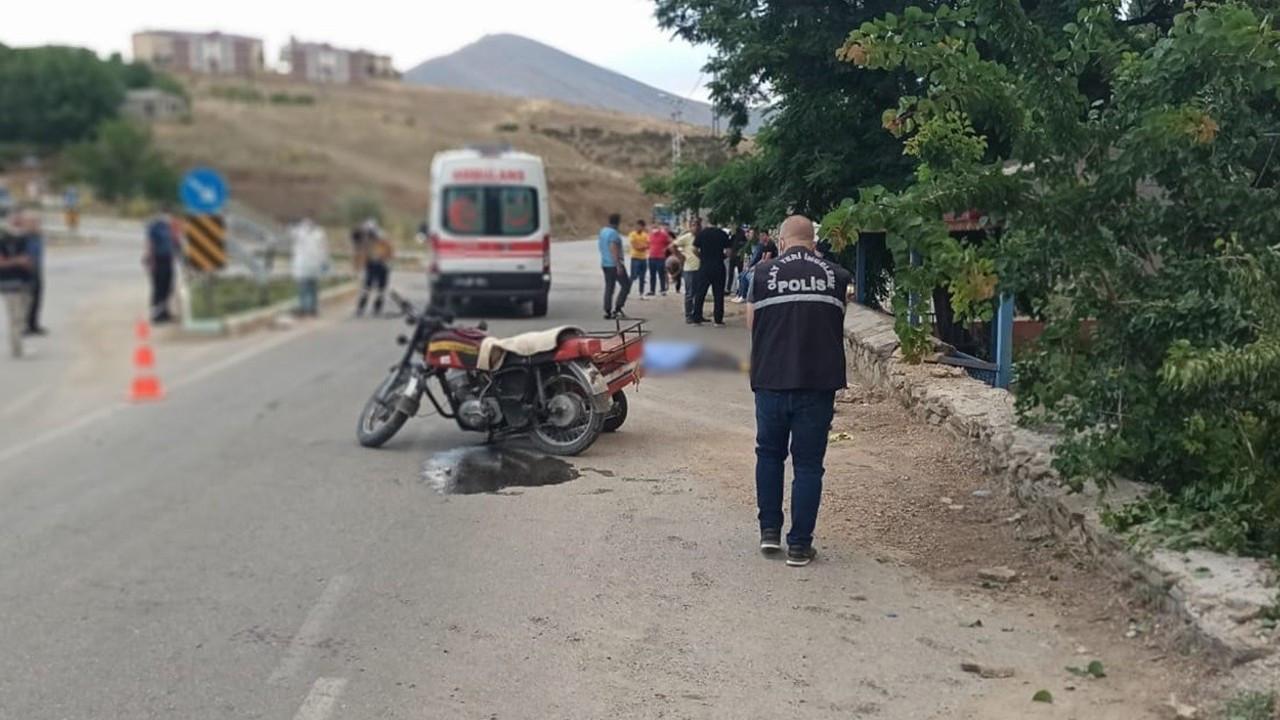 Kahramanmaraş'ta freni tutmayan motosiklet bahçe duvarına çarptı: 1 ölü, 2 yaralı