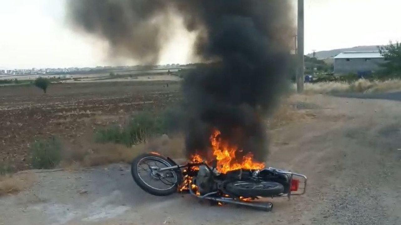 144 TL cezaya kızıp motorunu ateşe verdi
