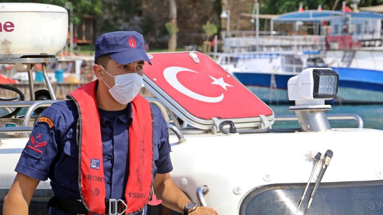 Denizde 2 saat mahsur kalan yaşlı adamı sahil güvenlik kurtardı
