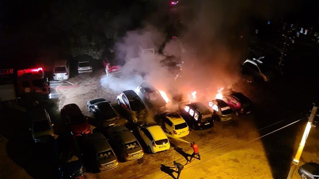 Mersin'de otoparkta çıkan yangında 10 araç hurdaya döndü