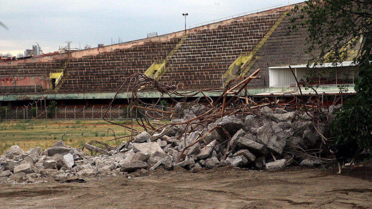 Tarihi Cebeci İnönü Stadı'nın yıkımına başlandı