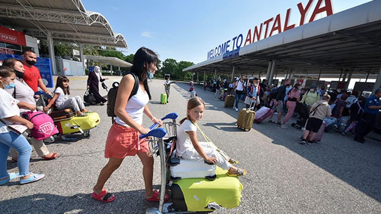 Akın akın turist geliyor! Antalya'da turist sayısı 2 milyonu geçti