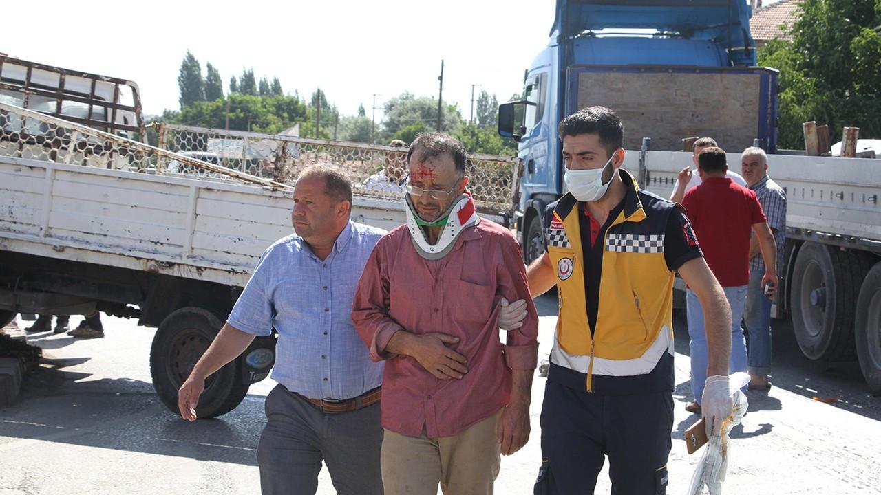 Manisa'da zincirleme kaza: 1'i çocuk 3 yaralı