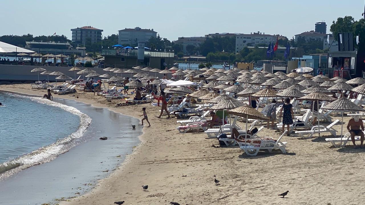Caddebostan halk plajında yoğunluk