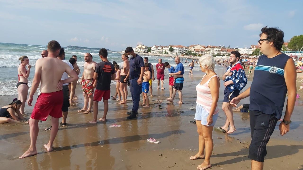 Cebeci'de dalgalar nedeniyle denize girmek yasaklandı!