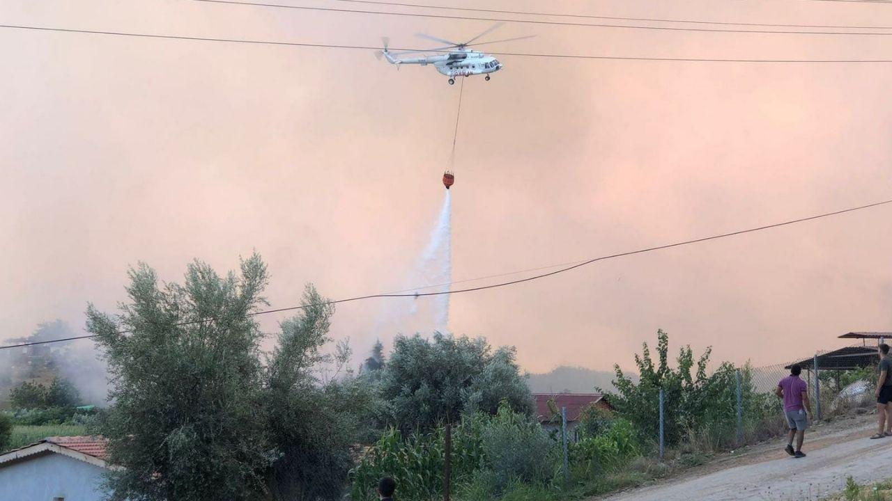 Manavgat'ta yangın söndürme çalışmaları havadan görüntülendi