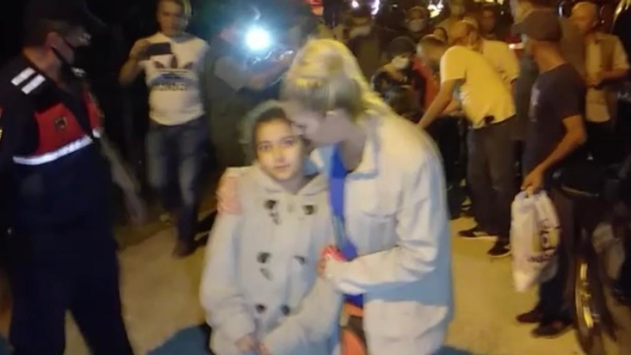 İtfaiye personeli: Kız kardeşleri bulduğumuzda birbirine sarılıp uyuyordu