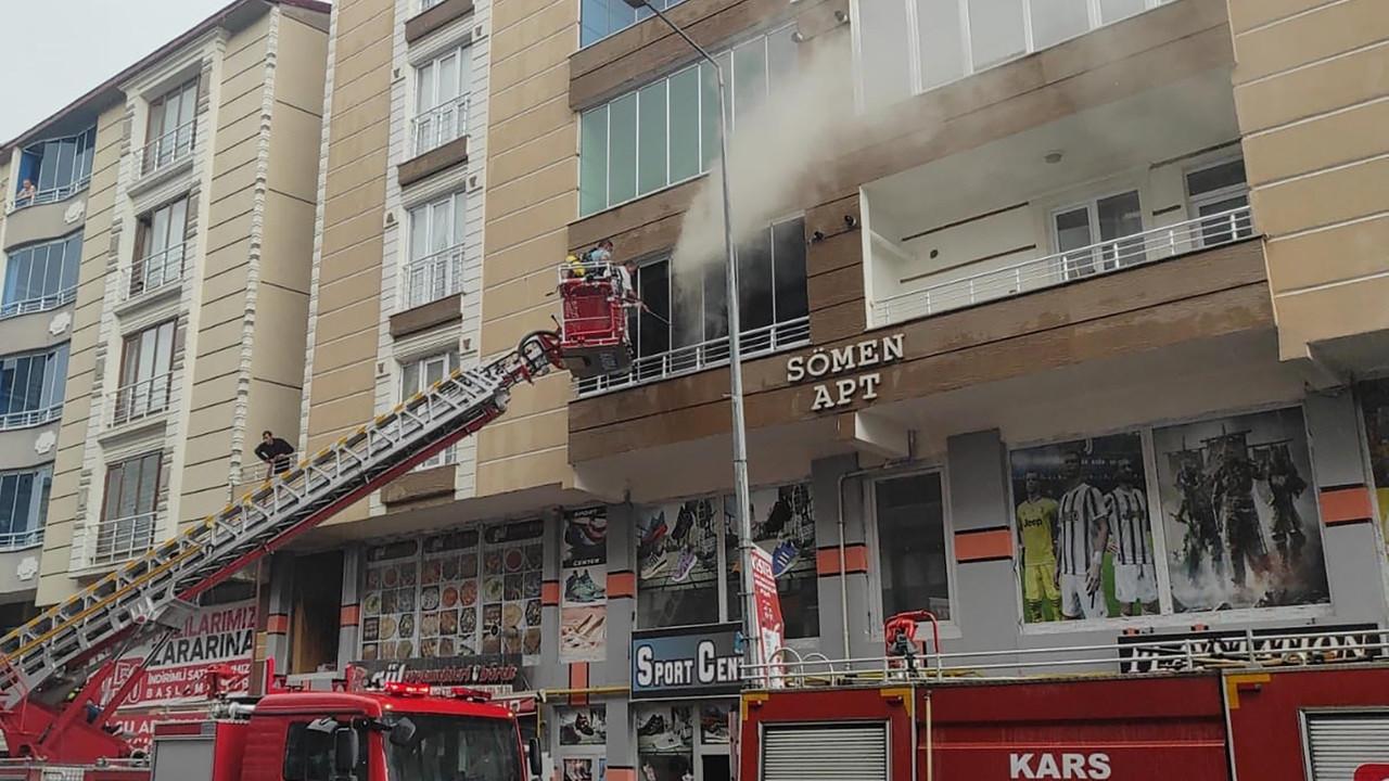 Kars'ta 6 katlı binada yangın