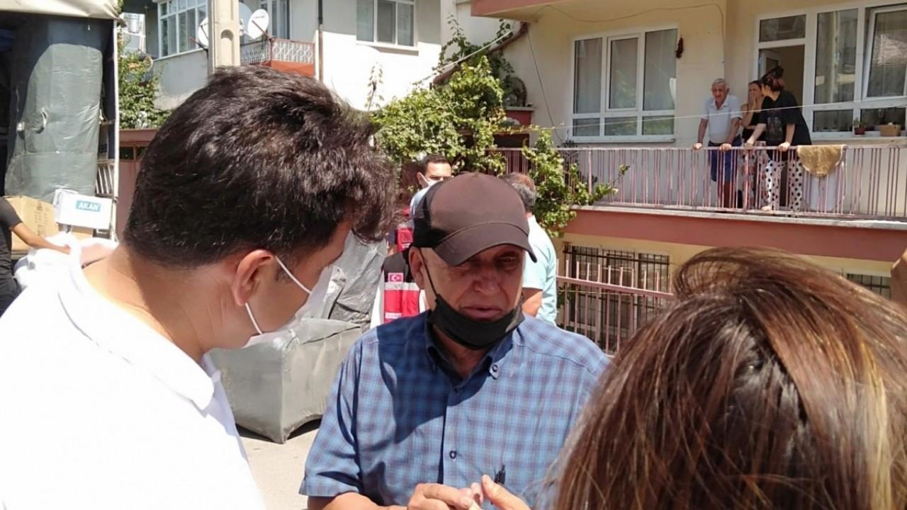 Isparta'da eşyalarıyla sokağa atılan ailenin İzmir'de evi olduğu ortaya çıktı