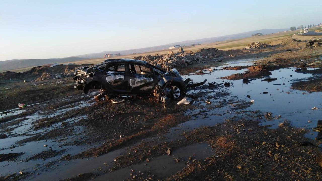Bingöl'de takla atan otomobil alev alev yandı: 1 yaralı