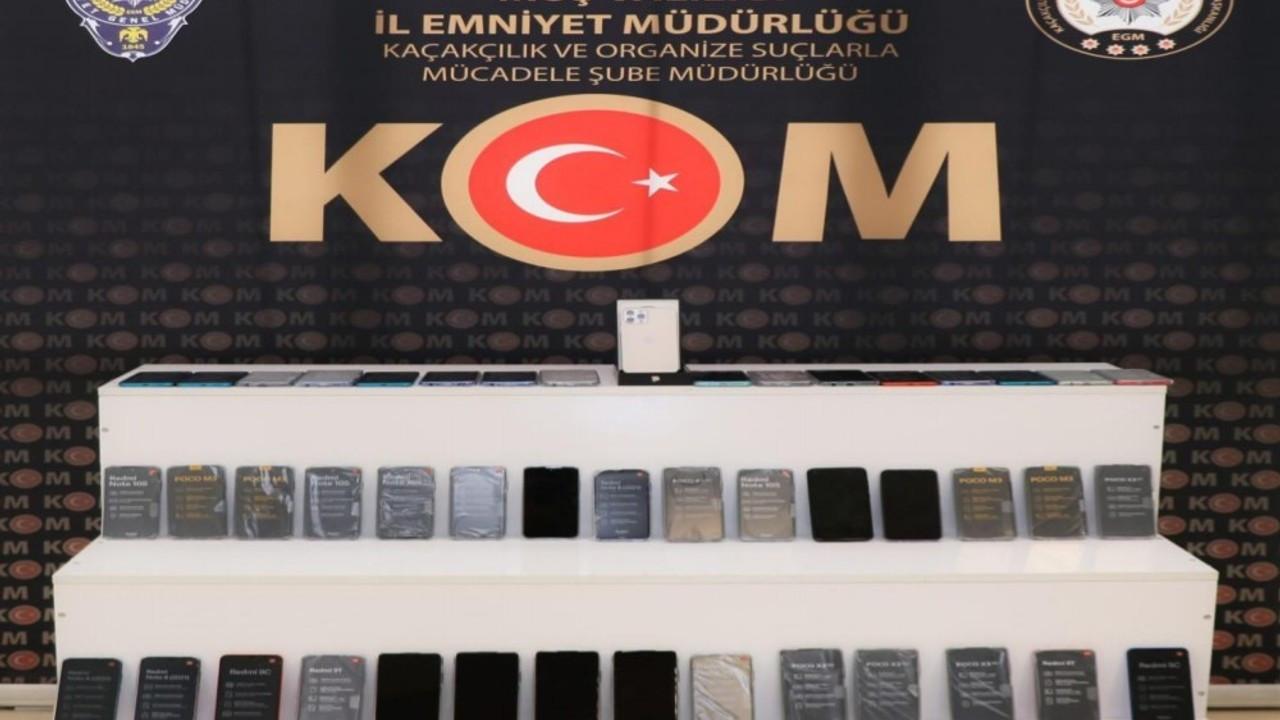 Muş'ta gümrük kaçağı 46 cep telefonu ele geçirildi