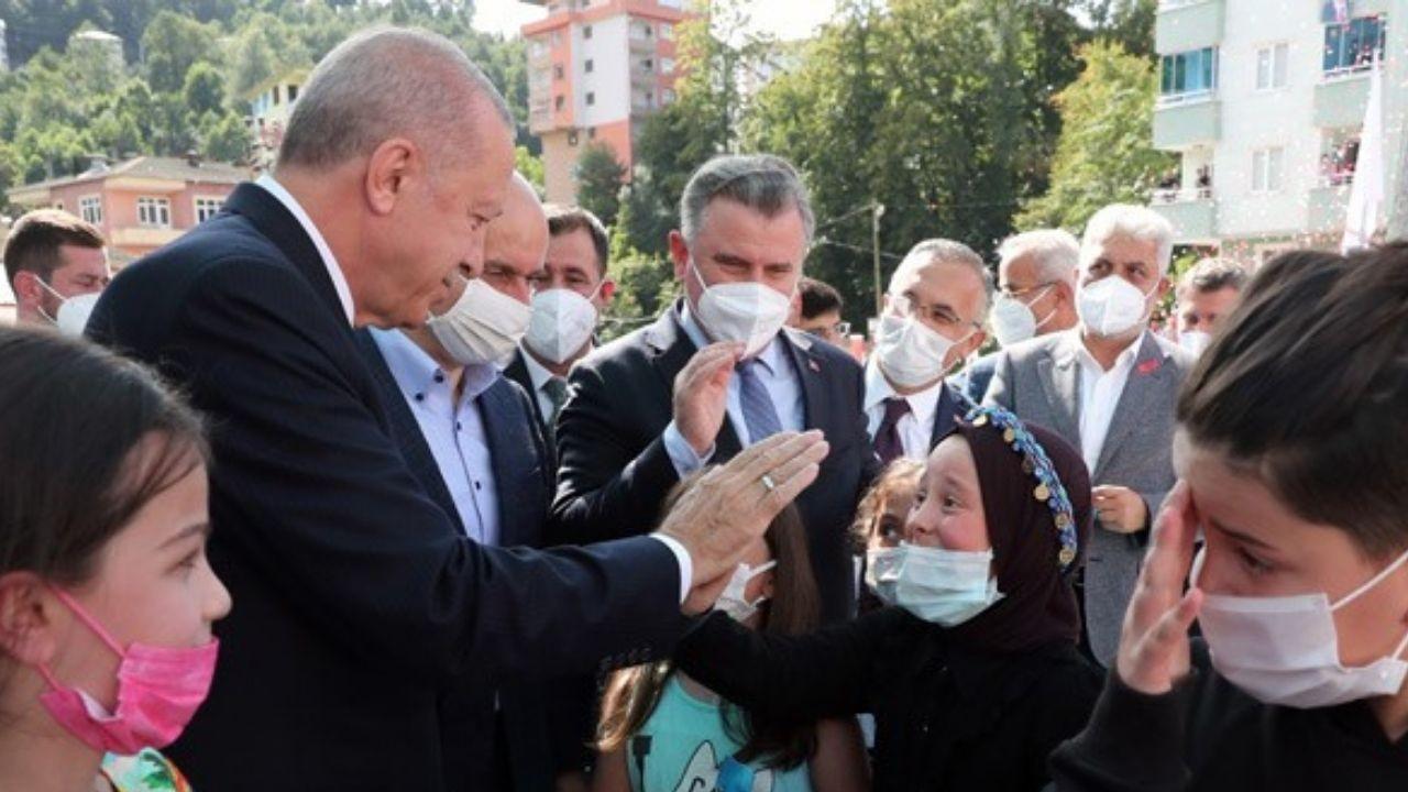 Cumhurbaşkanı Erdoğan'ı görünce göz yaşlarını tutamadı