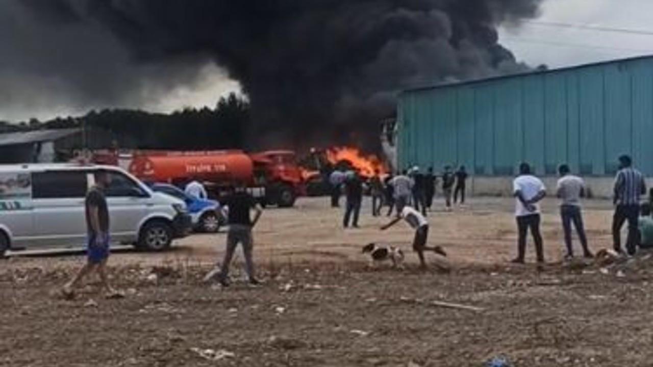 Geri dönüşüm fabrikasında çıkan yangın, palet üretim tesisine sıçradı
