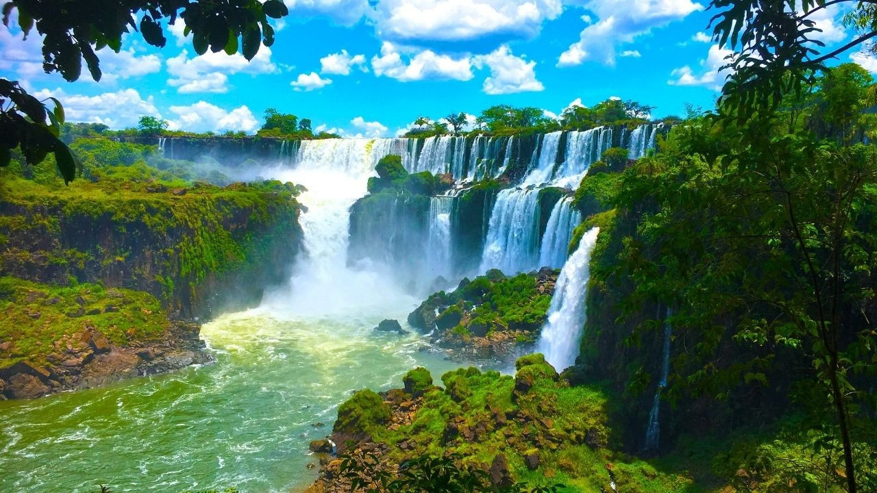 Görenleri büyüleyen Iguazu Şelalesi