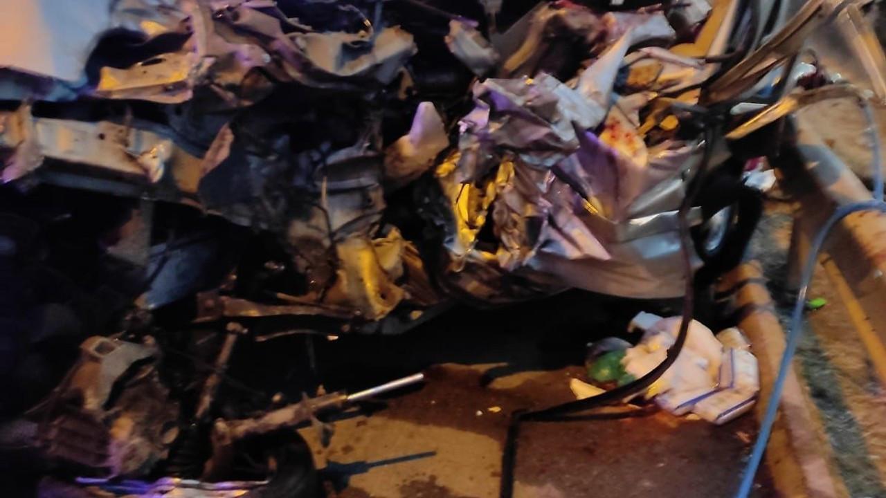 Osmaniye'de hafif ticari araç TIR'a çarptı: 2 ölü, 5 yaralı