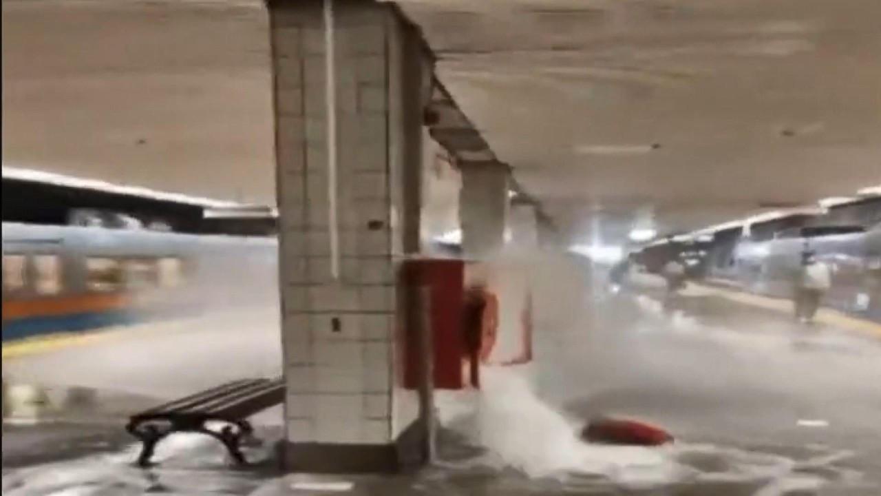 Temizlik görevlisi su alırken vana kırıldı Aksaray Metrosu sular altında kaldı