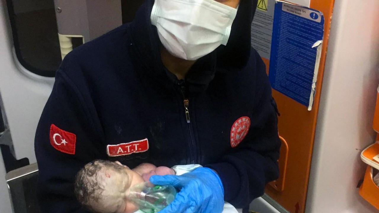 Ambulansta kalbi durdu hayata yeniden döndürüldü