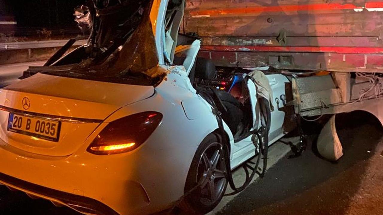 TIR'a çarpan otomobildeki üç kardeşten biri polis 2'si öldü, 1'i ağır yaralandı