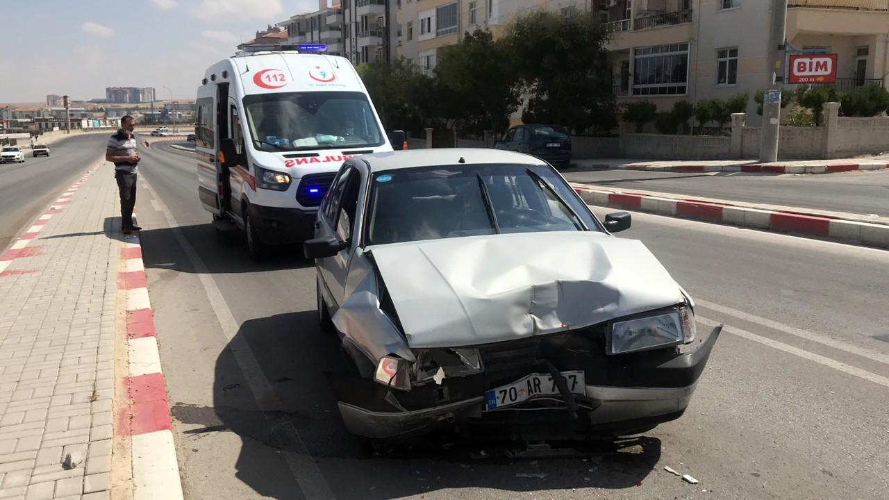 Otomobilin çarptığı minibüs, 12 metre savruldu