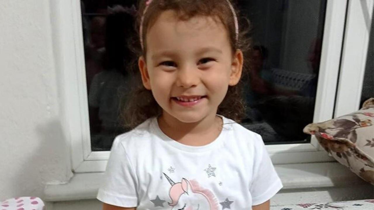 4 yaşındaki minik Azra'ya otomobil çarptı