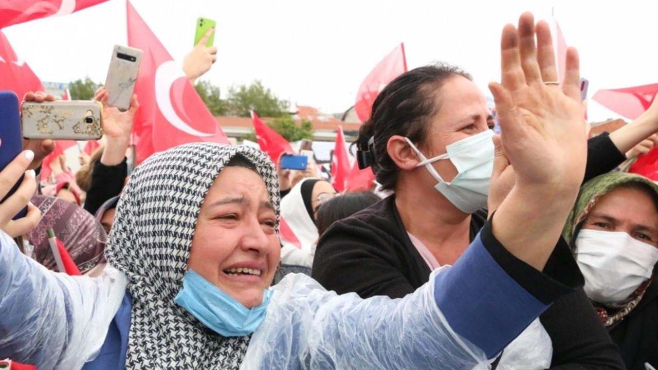 Cumhurbaşkanı Erdoğan'ı gören vatandaş gözyaşlarını tutamadı