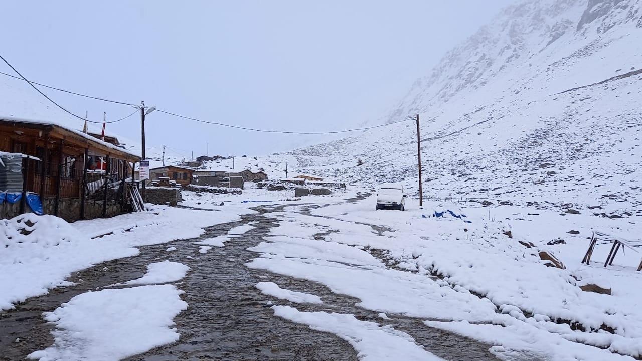 Doğu Karadeniz'de yaylalar beyaza büründü
