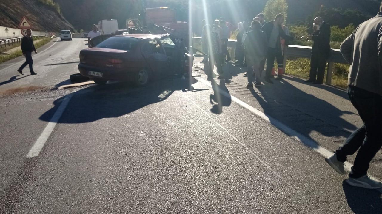 Otomobille kamyonetin karıştığı kazada 1 ölü 2 yaralı
