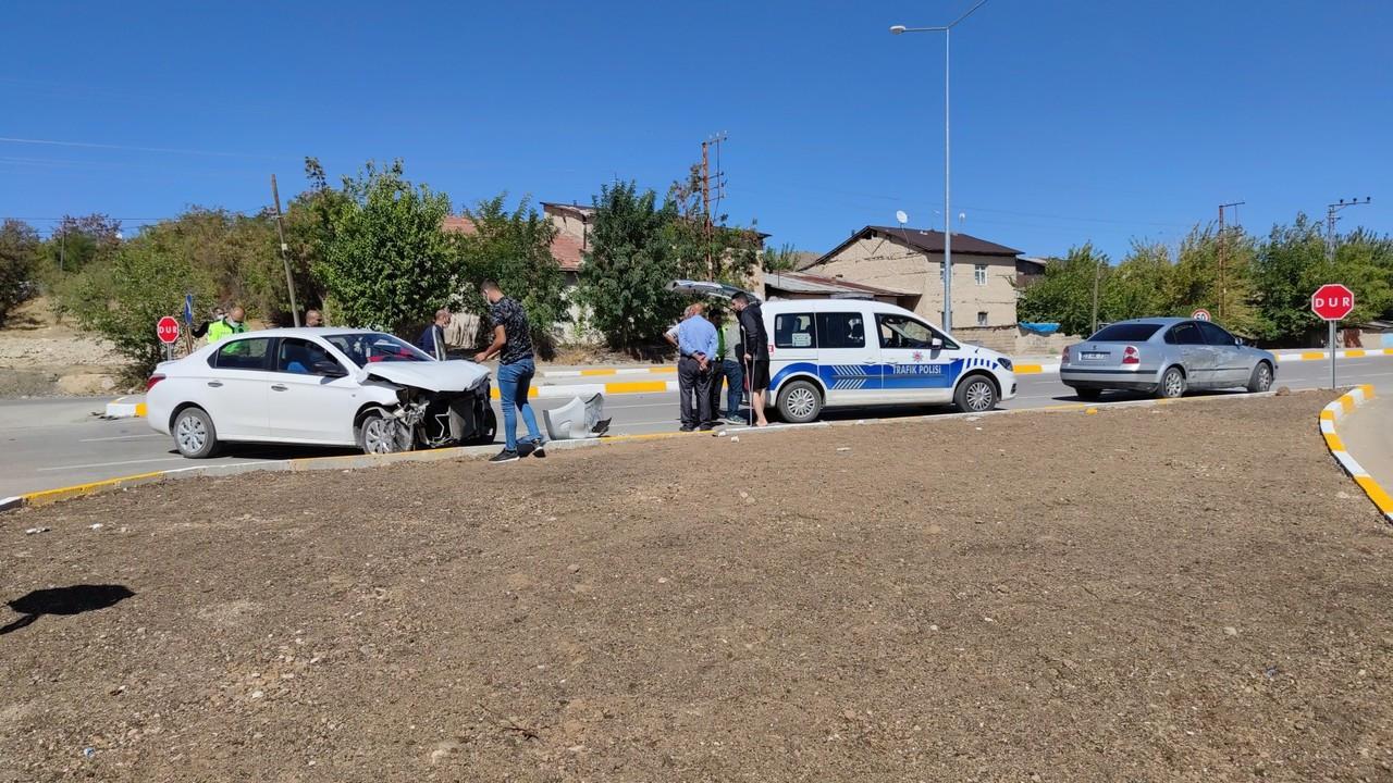 Elazığ'da otomobiller çarpıştı: 2 yaralı