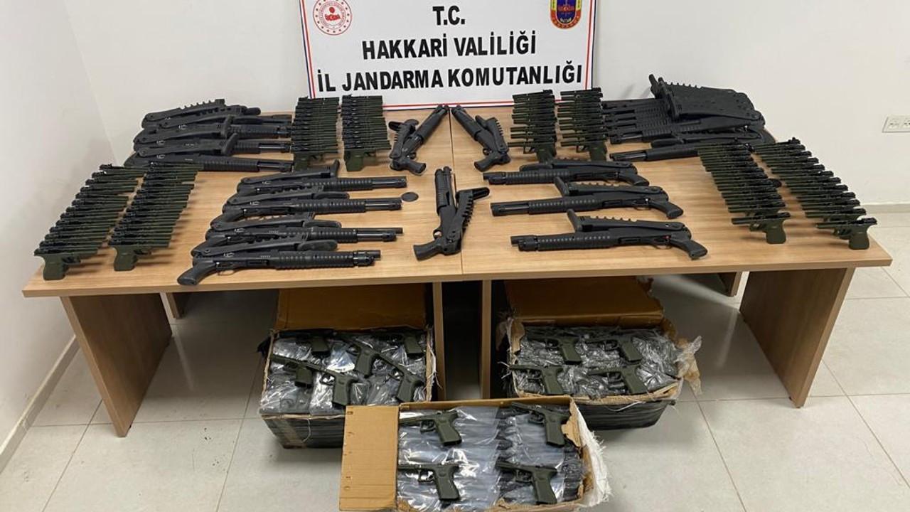 22 av tüfeği ve 380 tabanca gövdesi ele geçirildi