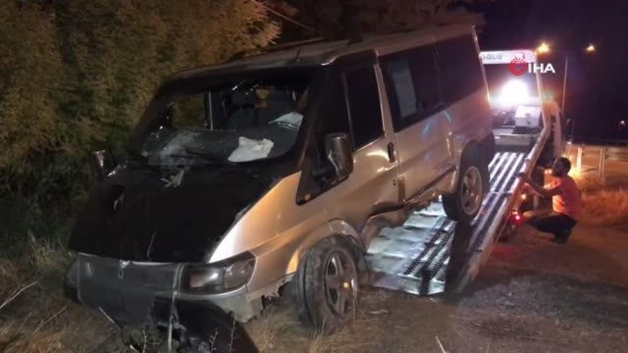 Kontrolden çıkan minibüs bahçeye daldı: 5 yaralı