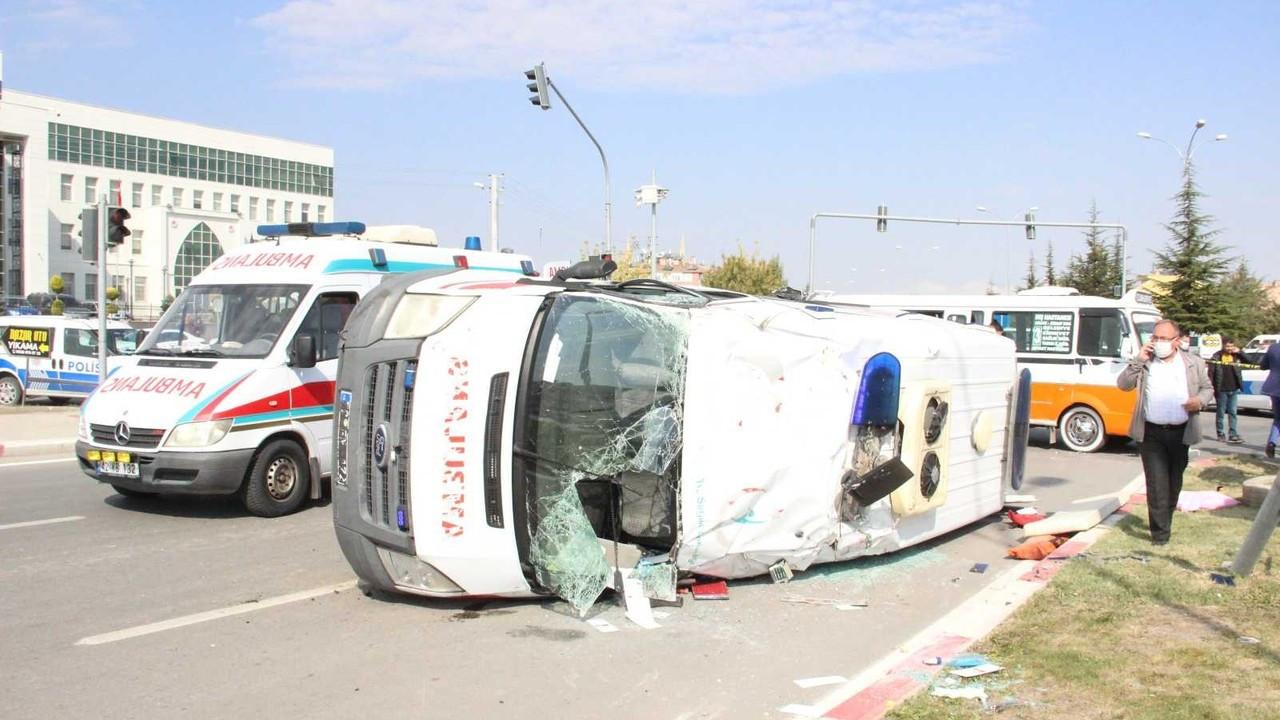 Karaman'daki ambulans kazasında yaralılardan 1'i hayatını kaybetti
