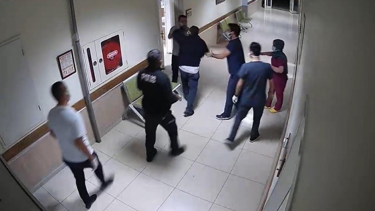 Hastanede polis ve çalışanlara saldırdılar